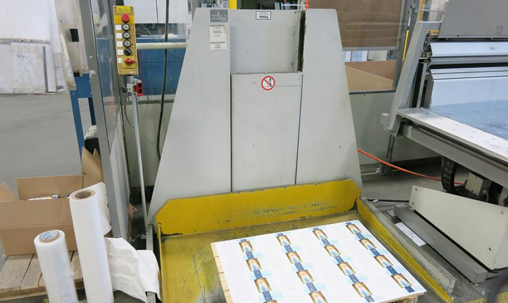 1998 Polar 137ED Guillotine Cutter